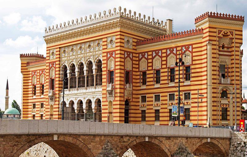 """11 - Псевдо маварски стил – """"Vijećnica"""" Сарајево, 1894 г., сега """"Национална и Универзитетска Библиоетка на Босна и Херцеговина"""""""