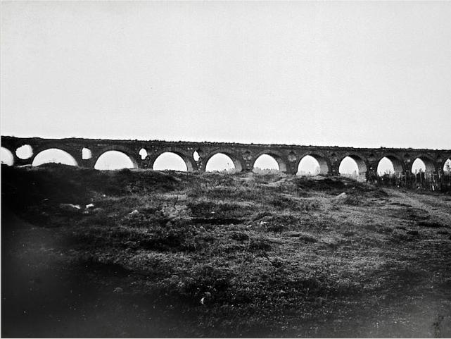 Skopskiot akvadukt-stara fotografija